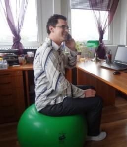 Instabil eszközök segítségével dinamikussá tehető az ülés munkavégzés közben.