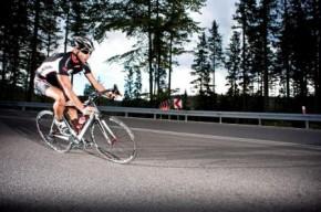 Főként az országúti kerékpározás okozhat nyak- és hátfájást.