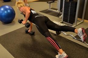 1. A fekvőtámaszt súlyzókkal is nehezíthetjük.
