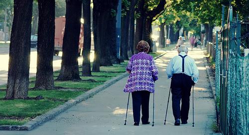 A nordic walking remek mozgáslehetőség az idősebbek számára is.