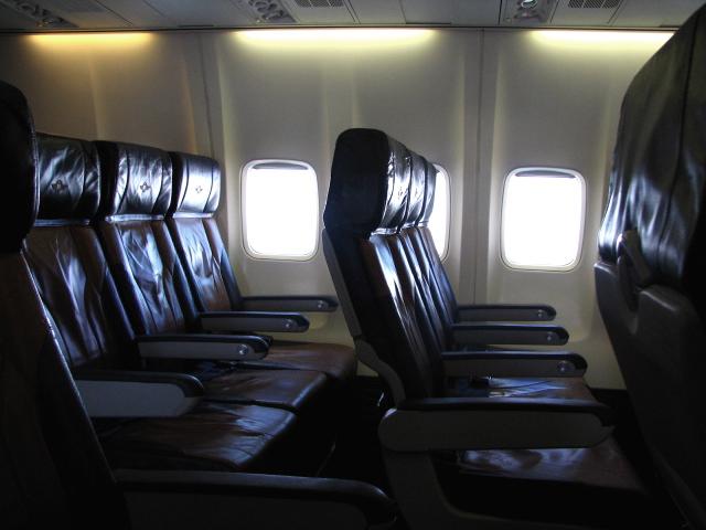 A közlekedési eszközök ülései általában nem túl kényelmesek. (2)
